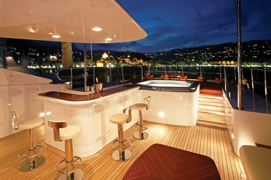 Luxury Yacht DIANE Benetti 43m