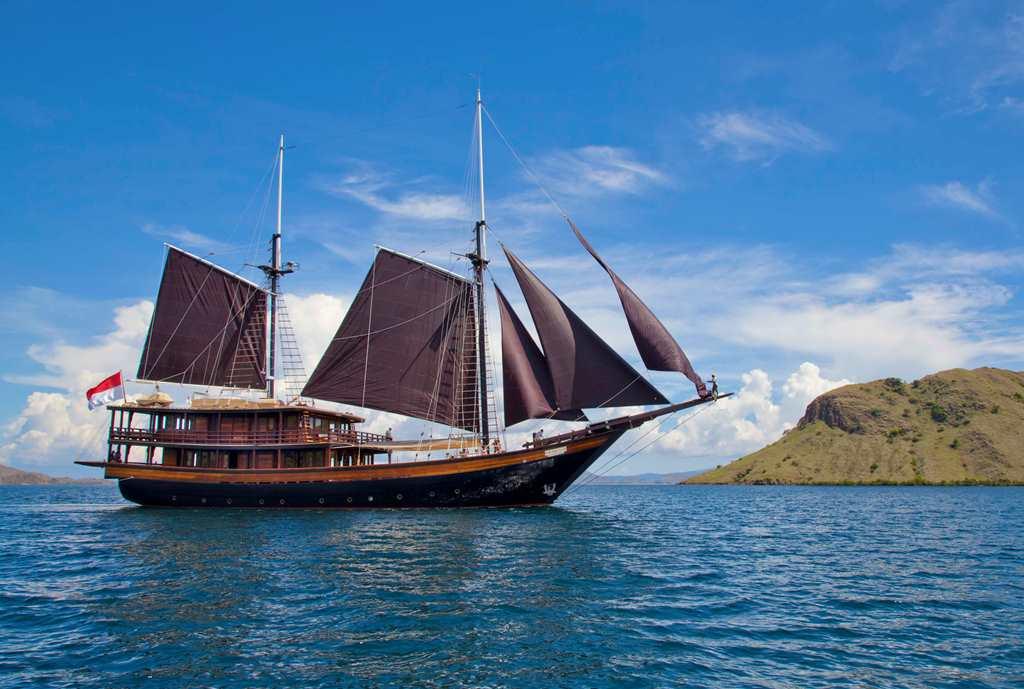 Sailing Yacht DUNIA BARU New World Indonesia Charter Yacht