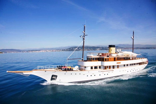 Yacht ALICIA Defoe Boat And Motor Works CHARTERWORLD