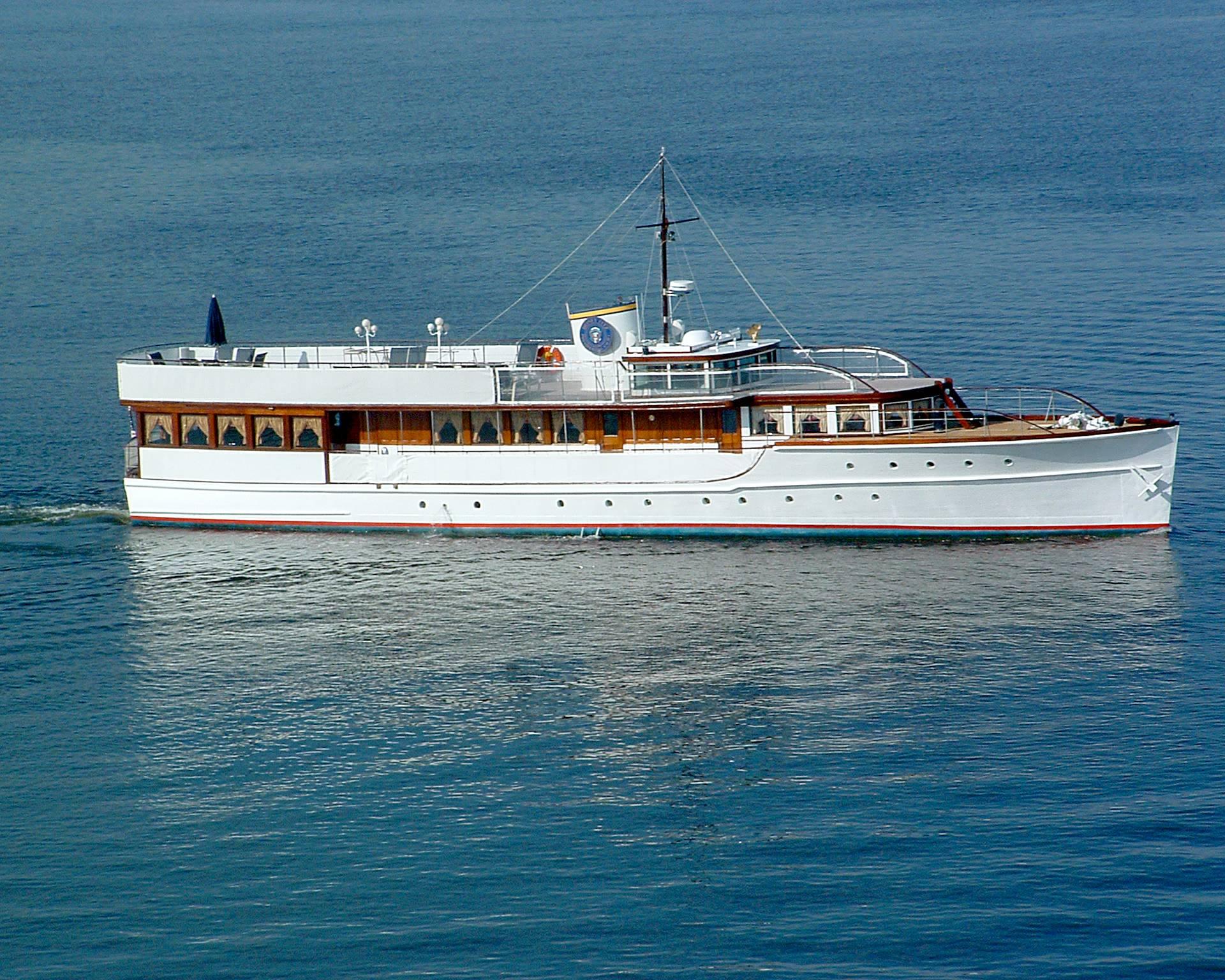 Restored 1931 Defoe Wooden Yacht Honey Fitz Yacht