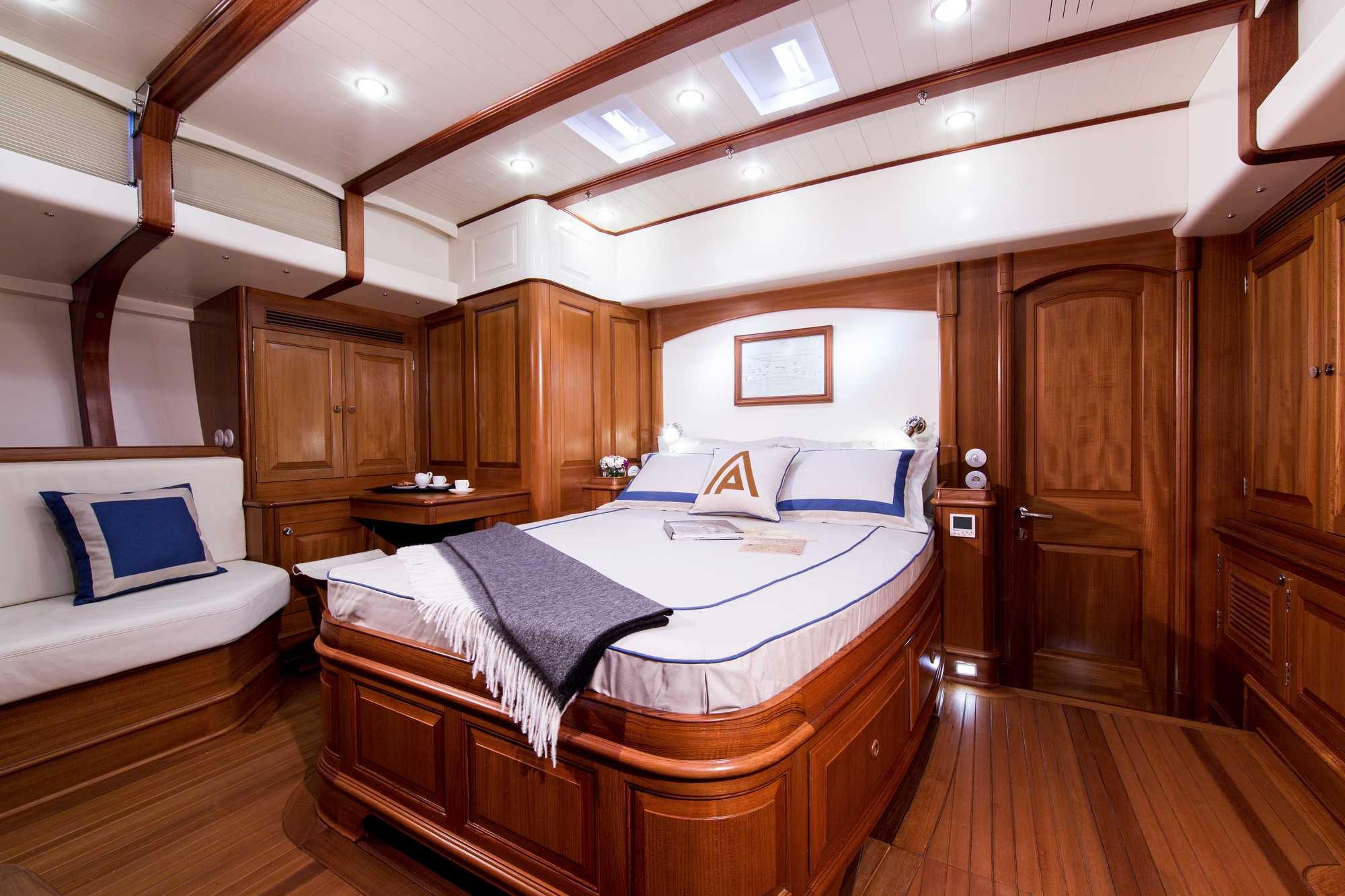 Luxury Yacht Tempus Fugit Cabin Yacht Charter