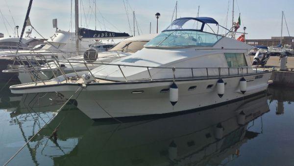 affitto Yacht giornaliero Ponza e Palmarola Partenza sabato mattina ore 09:00 e rientro la sera al tramonto yacht per 12 persone