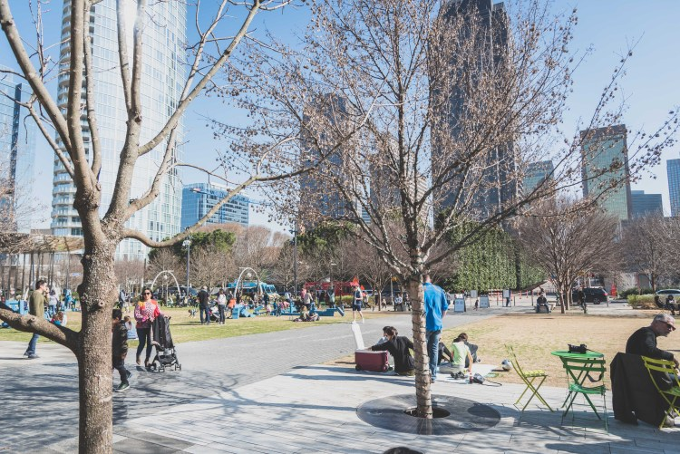 Layover in Dallas: A Quick Guide for 12 Hours | Klyde Warren Park | If you have a long layover in Dallas, there are plenty of activities and delicious food to keep you occupied outside the airport. | Chasing Departures | #dallas #texas #thingstododallas #downtowndallas #layover #travel #guide