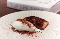 Torrija with Greek yogurt