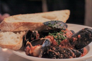 Mussels w/ red spicy tomato