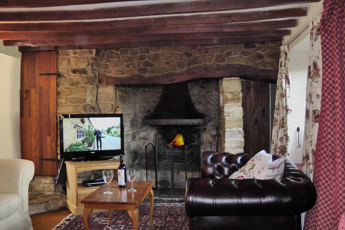 Devon Cottage To Rent In Quiet Village Near Axminster