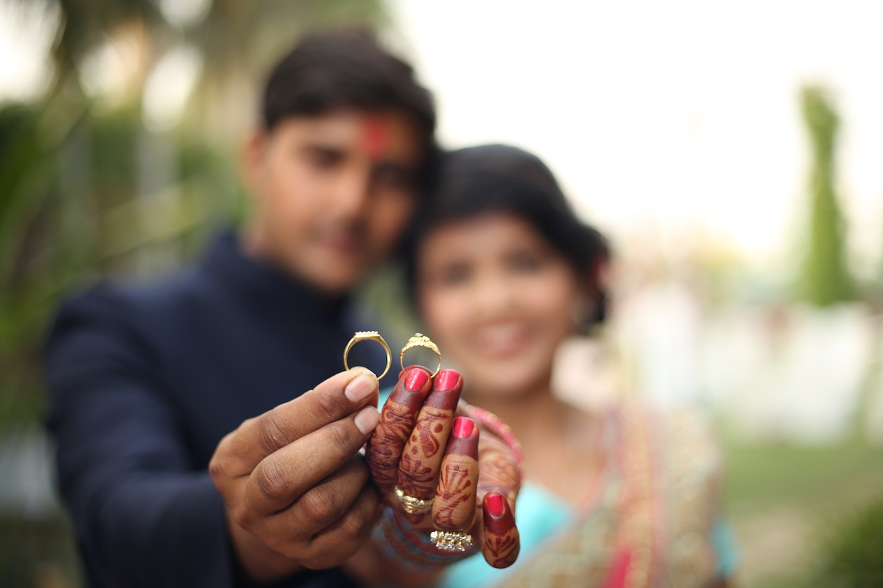 Chatsifieds Indian lovers with a ring