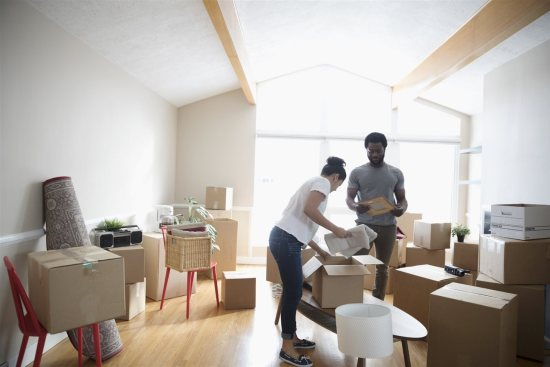 a couple putting things in a box | Chattanooga Home Inspector | Preventing Pests Chattanooga
