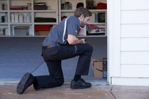 delivery man in garage |Chttanooga Home Inspector | smart garage Home Inspection Chattanooga