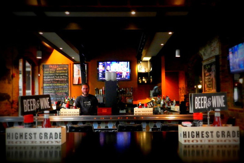 What do you think are the best bars in Chattanooga? Guest poster Carmen joins us today to tell us her favorite drink spots in town! | top ten list from Chattavore.com