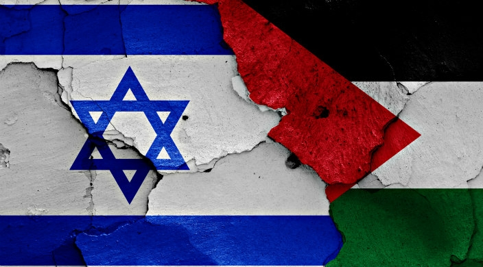 Graphic of Israeli flag, Palestinian flag and Israel