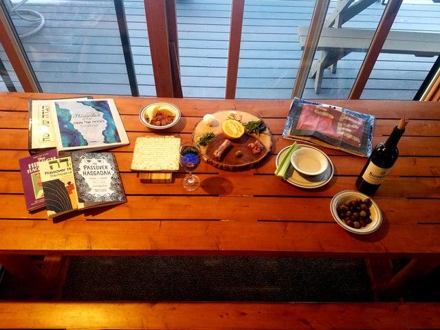 A bachelor's Seder table