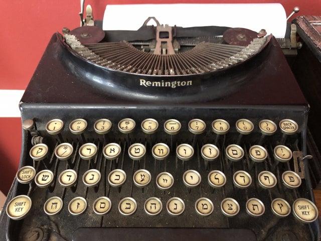 My Savta's Yiddish typewriter