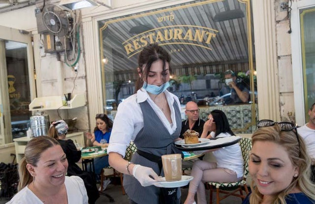 It's a Trend: Israeli Restaurants Switching from Rabbinate to Tzohar Kosher Supervision