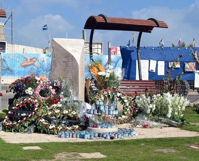 On this day, 20 years ago, Hamas terrorist Said Hotari blew himself up outside a Tel Aviv dance club near the Dolphinarium murdering 21 Israelis & injuring 132 others in one of the most horrific attacks of the Second Intifada. Thirteen of those killed were aged between 14 and 17.
