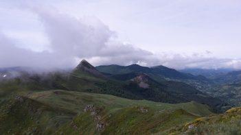 au loin, le Puy Griou