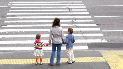 How Should Children Cross The Road Carefully
