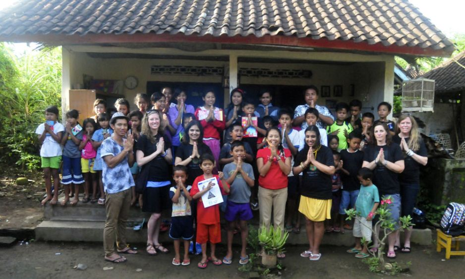 volunteers in Bali school