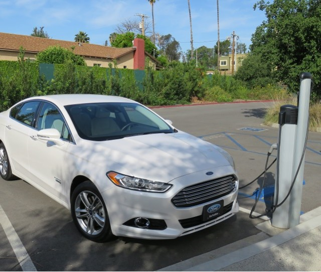 Ford Fusion Energi On Level  Charger