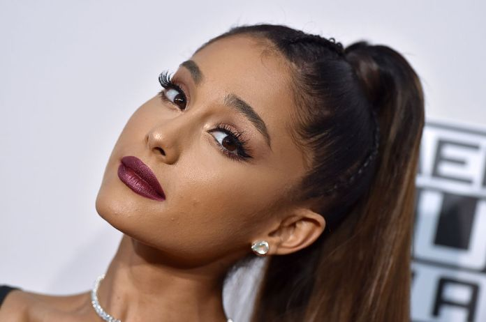 Singer Ariana Grande arrives at the 2016 American Music Awards on November 20, 2016 in Los Angeles, California.