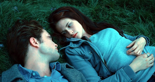 Edward Cullen (Robert Pattinson) and Bella Swan (Kristen Stewart) in the meadow in 'Twentyat'.
