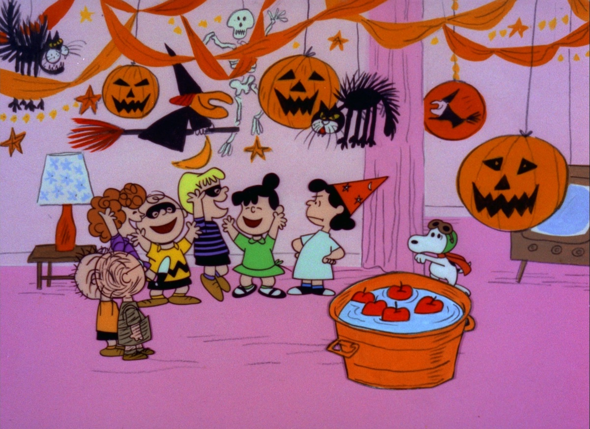 The Peanuts gang celebrates Halloween, with Linus hoping the Big Pumpkin will finally visit
