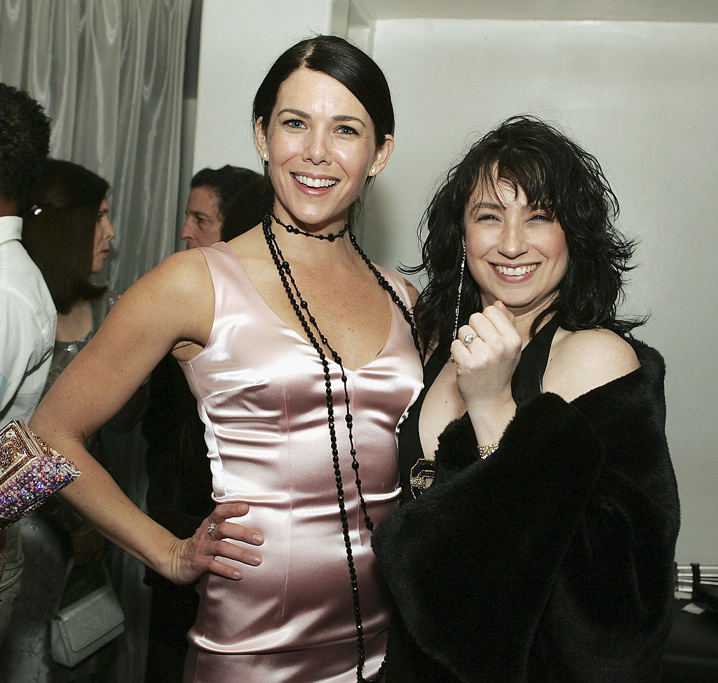 "Lauren Graham and creator / writer Amy Sherman-Palladino stand at The WB Networks' ""Gilmore's daughters"" 100th program party"