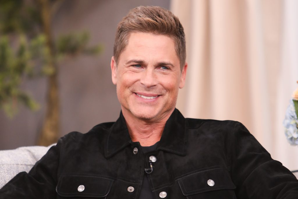 Rob Lowe smiled, turned to the side
