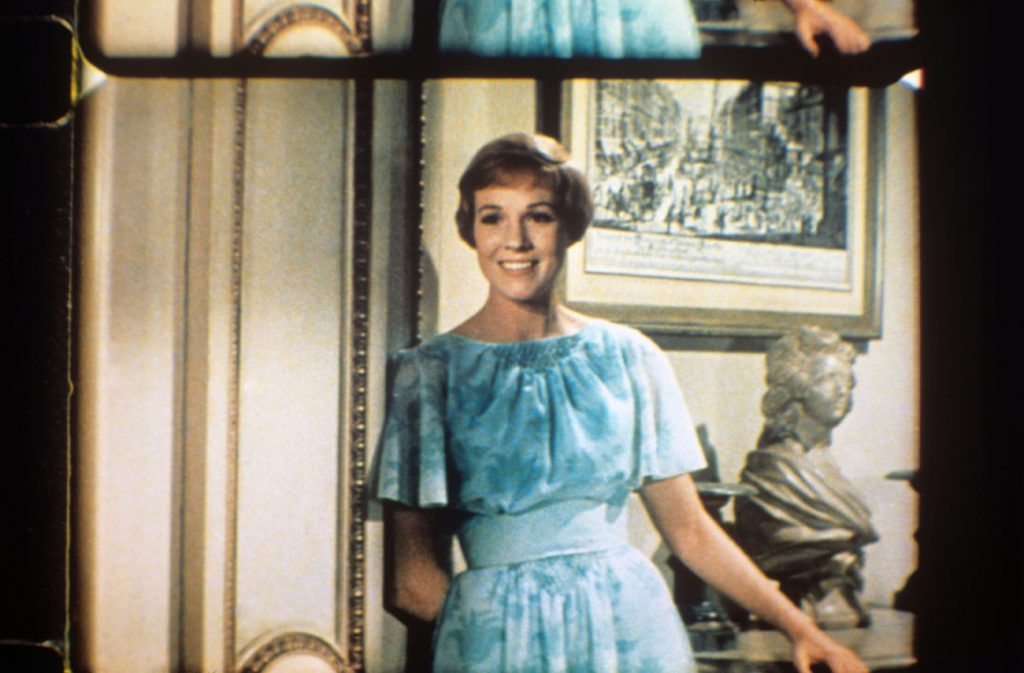 Julie Andrews in Caolas a 'Chiùil