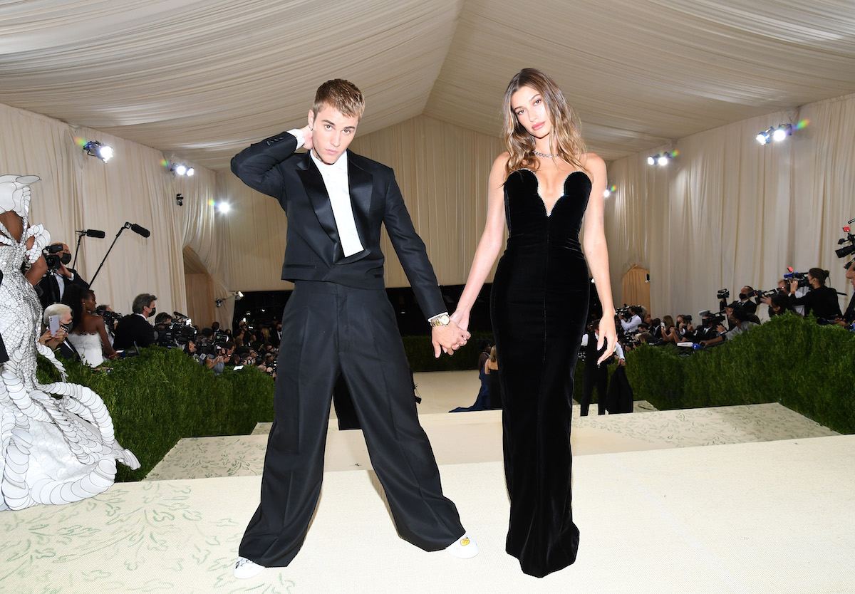 Justin and Hailey Bieber pose together in matching black outfits at the 2021 Met Gala.