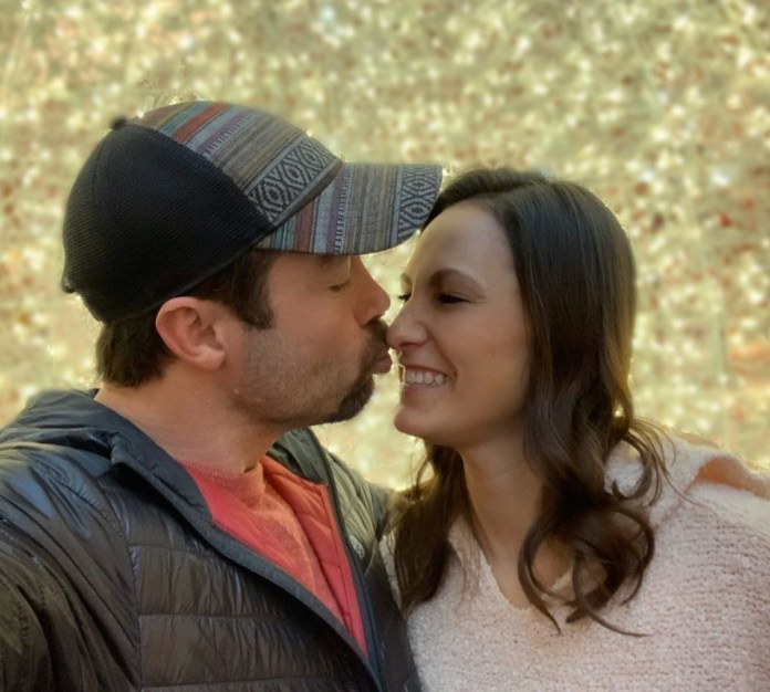 Geoffrey Paschal and Mary Wallace kiss on '90 Day Fiancé: Before 90 Days'