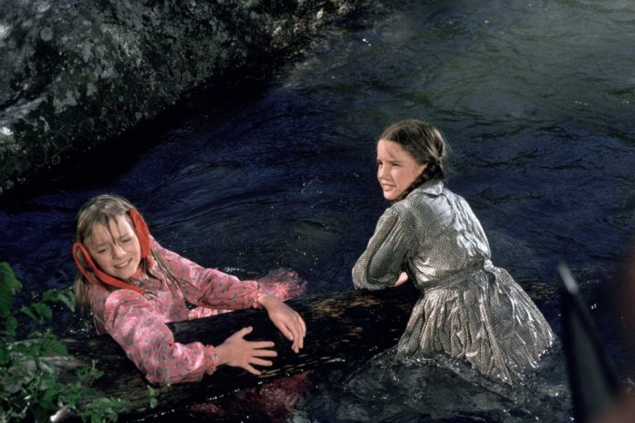 Melissa Gilbert and Alison Arngrim play in the water
