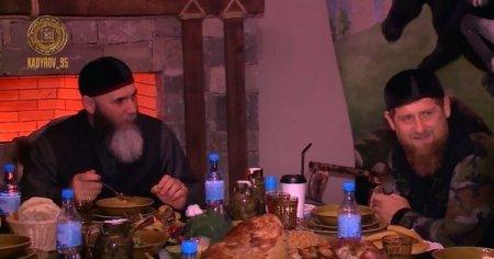 Р.Кадыров совершил ифтар с известными религиозными деятелями ЧР