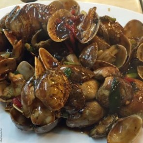 Clams in black bean sauce at Lung Wah Seafood Restaurant in Yung Shue Wan, Lamma Island - Hong Kong, China