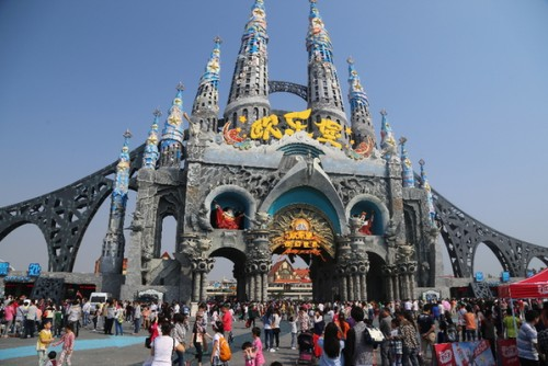 Copycat Sagrada Familia at 'Springs European Le Fort fantasy world' in China