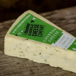 Cheddar Gorge Cheddar with Cider, Garlic & Chives