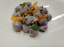 Antonio Labriola: Gnocchi in chicche di patate viola, burro nocciola alla salvia, bottarga di gallina (tuorlo marinato alle erbe), parmigiano reggiano 36 mesi.