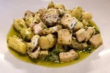 Rosellina Clemente: Gnocchi di patate a pasta gialla ,fatti a mano con pesto di menta fresca ,erba cipollina e patate, con bronoise di pesce spada