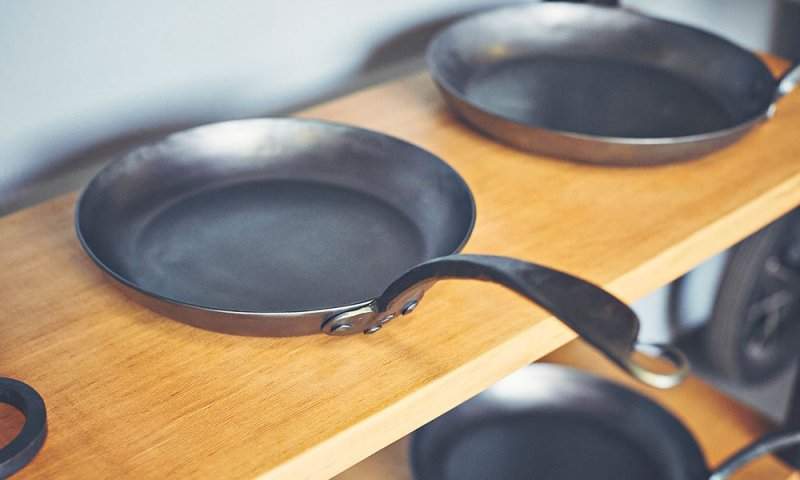 blue-skillet-ironware-CM-03
