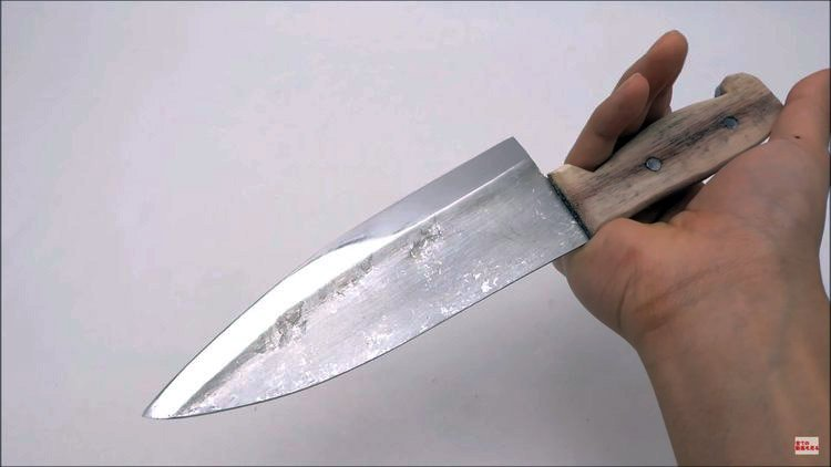 knife maker forges knife out of aluminum foil