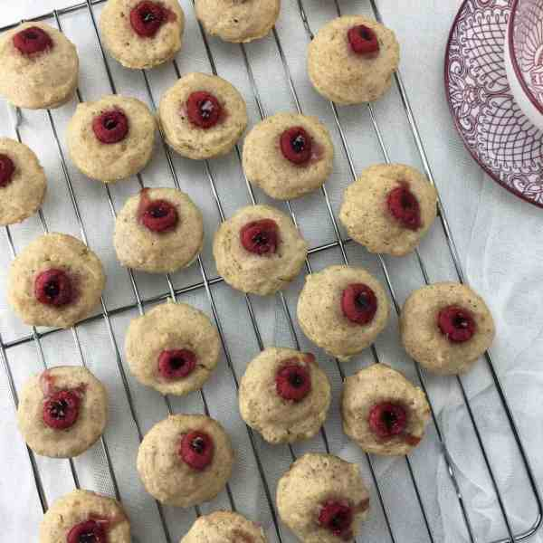 Raspberry mini muffins - a perfect mouthfull of cinnamon donut flavoured muffins with a raspberry filling