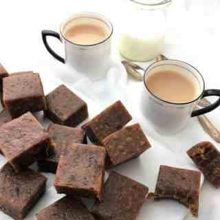 Spiced fudge date squares - fudgy date bites with a hint of spice