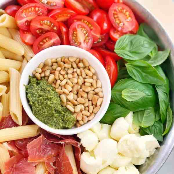 Caprese pesto pasta salad - traditional flavours in a simple pasta salad