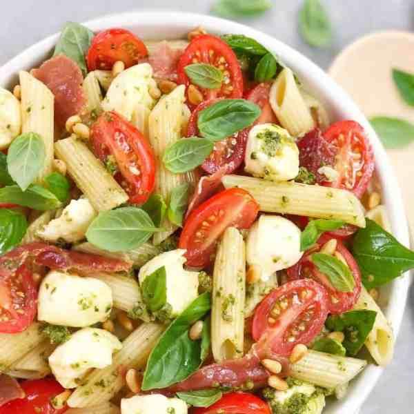 Caprese pesto pasta salad - traditional flavours in a simple pasta salad
