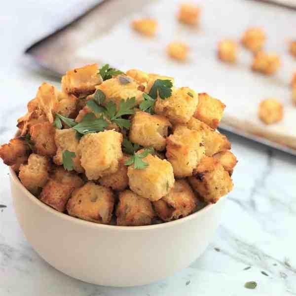 crunchy garlic bread bites - little mini bites of garlic & butter