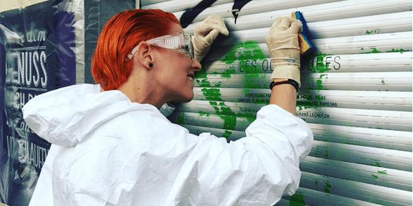 Meta Hiltebrand beseitigt jetzt Graffiti von Wänden, warum? Mehr im Beitrag!