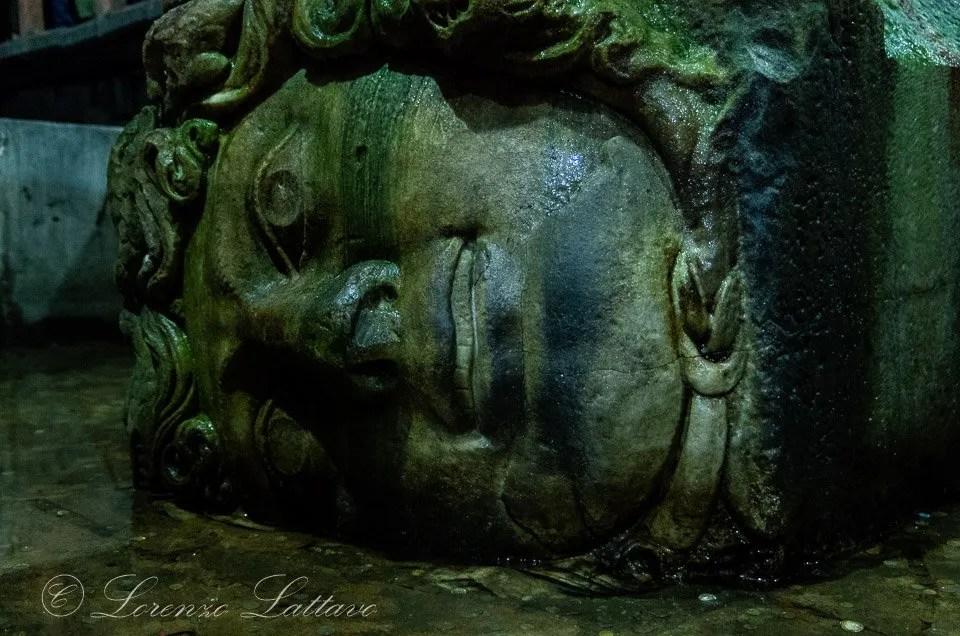 Testa di Medusa nella Cisterna Basilica a Istanbul
