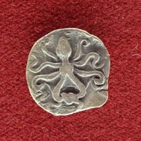 moneta con polpo (numismatica) al museo di siracusa