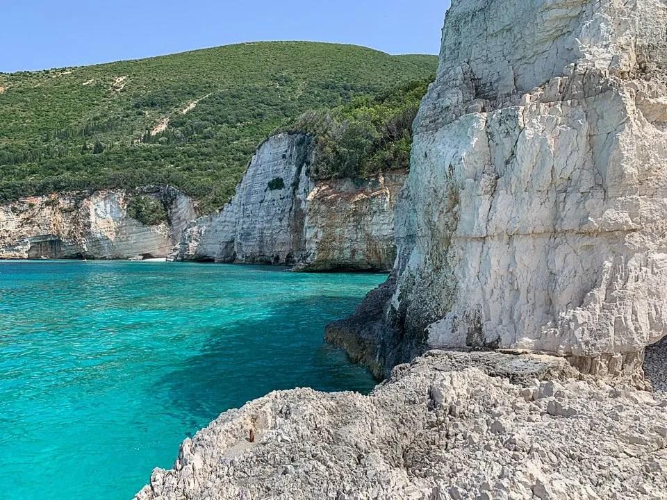 blue lagoon dalla spiaggia di fteri a cefalonia