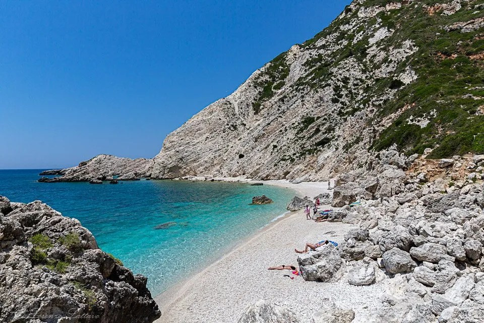 spiaggia libera a petani di cefalonia